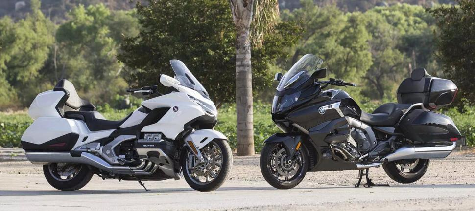 Honda Goldwing Tour против BMW K1600B Grand America