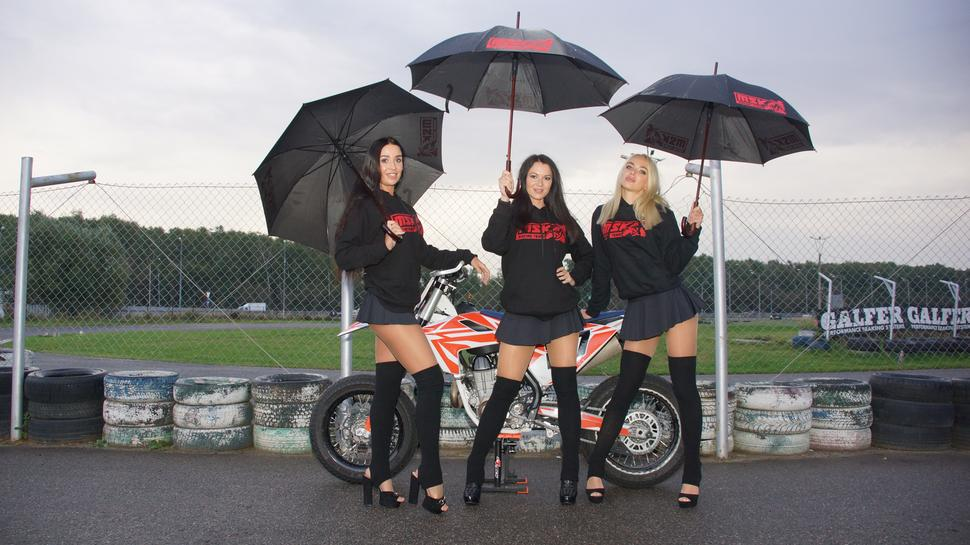 Группа поддержки MSK Racing Team @dasha_ruzina, @julianabelova, @elena_fit, Husqvarna fs 450.