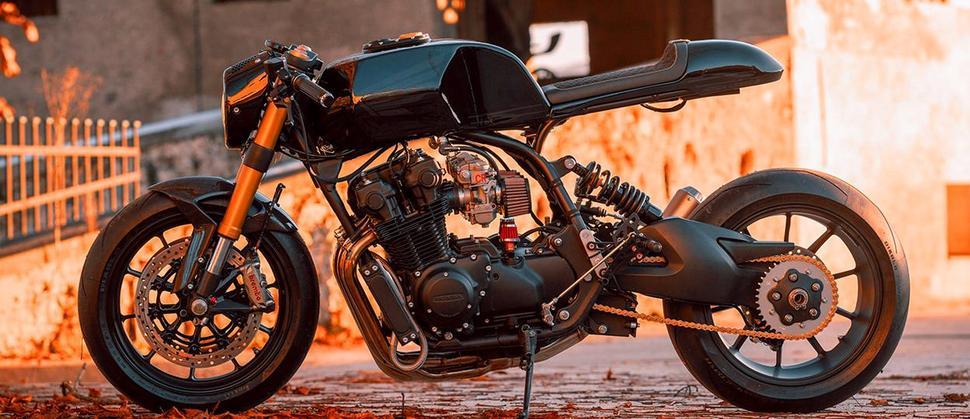 Кастом из Honda CB900F и Ducati Monster 1100 EVO