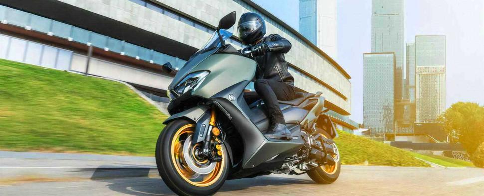 Скутеры Yamaha TMAX 2021 и Yamaha XMAX 2021